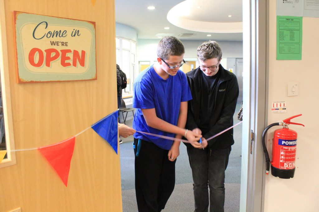 prior-pursglove-college-students-cutting-the-ribbon